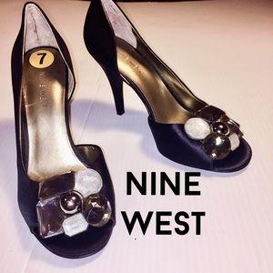 NINE WEST NWT Black Satin peep toe Heels Pumps 7