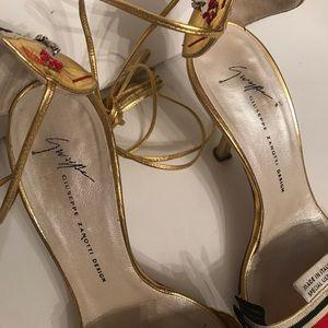 Giuseppe Zanotti open Toe heels size 6