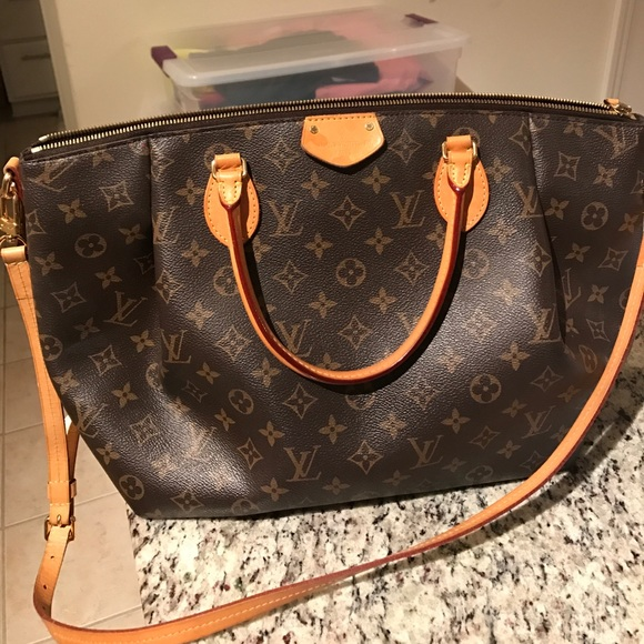 4f74a15bfb6b Louis Vuitton Handbags - Gently used Louis Vuitton AUTHENTIC Turenne MM