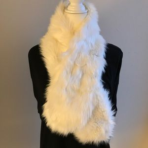 NWOT - White faux fur scarf with magnetic clasp