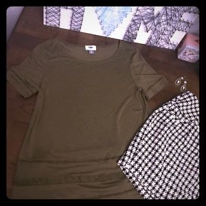 Army green Old Navy Scoop neck top sz Small