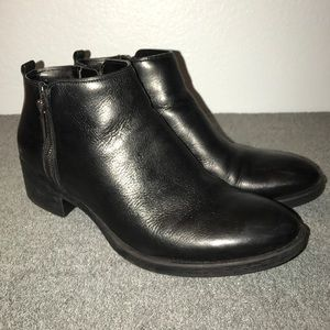 Kenneth Cole Levon Leather Black Zip Booties