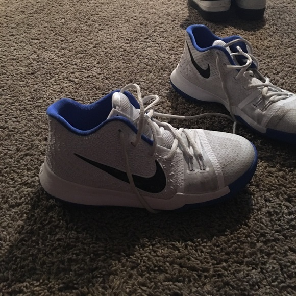 Perth Excepcional Condicional  Nike Shoes   Kyrie 3 Blue And White Colorway   Poshmark