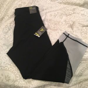 NWT old navy active go-dry compression crop pant