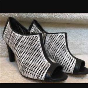 Calvin Klein gently used heels size 7.
