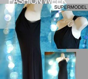 CACHE size 6 black floor length gown