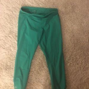 Athleta Butt Shaping Zipper Pocket Capri Legging
