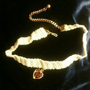 Brand new adjustable choker gold heart and rose