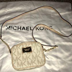 Authentic Michael Kors jet set crossbody purse