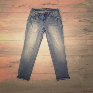 Light wash boyfriend jeans!