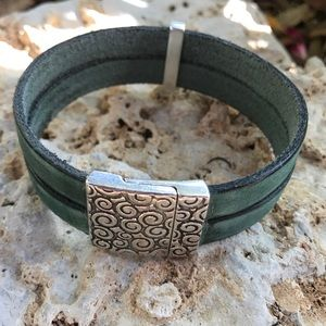 """7.5""""-8"""" Silver/Leather Bracelet"""