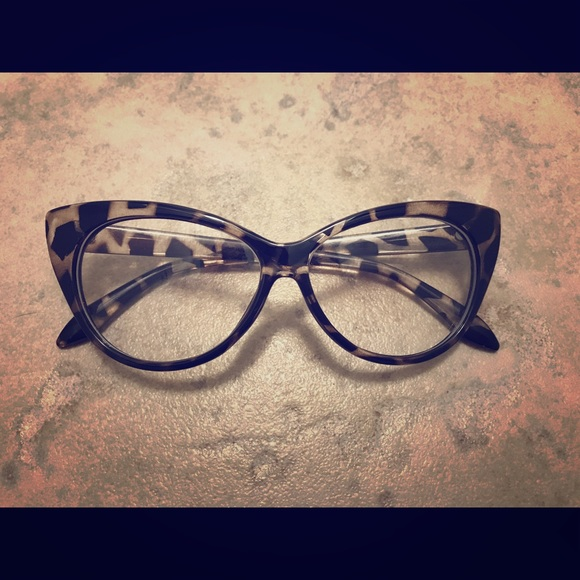 200e2be2005bf Accessories - Cat eye leopard print glasses (non prescription)