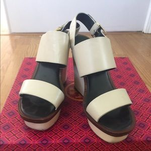 Toryburch wedges size 6