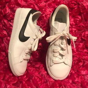Nike Sportswear Womens Tennis Classic 312498-130