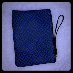 NWOT Zara blue and black wristlet clutch