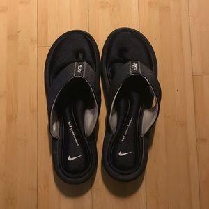 Nike Cushioned Flip Flops 🖤