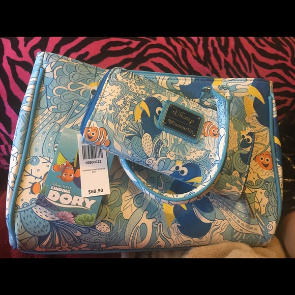 85a06fd6cc8 Loungefly Finding Nemo Dory Purse and Wallet