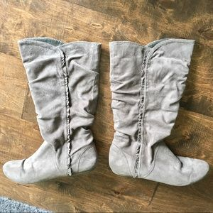 Report Leonie Slouch Ruffle Gray Suede Round Boot