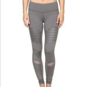 BNWT Alo Yoga Motto Legging xs