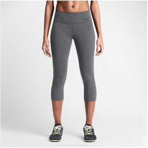 Nike Legendary Tight in Heather Black
