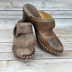 FRYE Charlotte Distressed Leather Clogs size 8