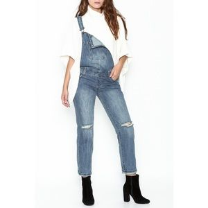 KNEE DISTRESSED OVERALLS