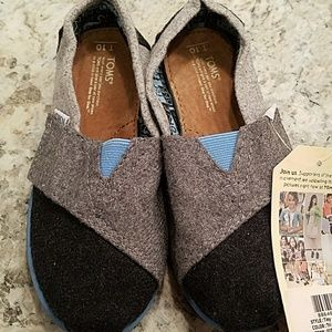 NWT Toms Tiny Classic Shoes Size 10