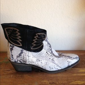 NEW FREE pEOPLE SHORT BOOTS SZ 39