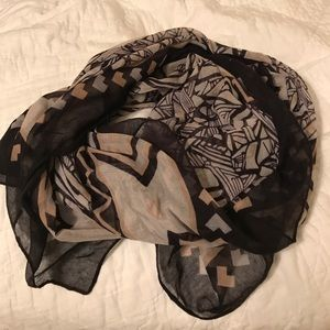 Nordstrom BP black and cream pattern scarf