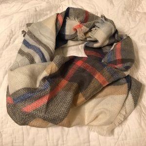 NWOT Plaid triangle scarf