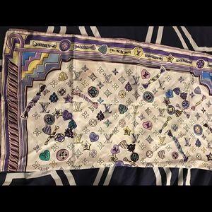 Women's Louis Vuitton scarf