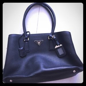 Prada Saffiano executive tote in black (Nero) New
