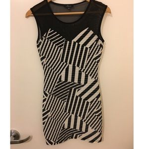 Black & white geometric dress size 0/xs