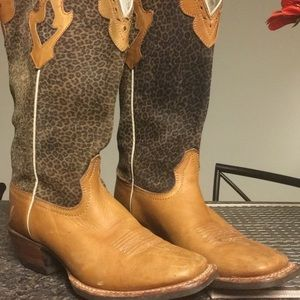 Ariat Boots/ cross fire limited edition. Size 7