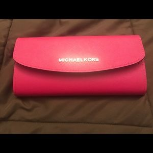 Michael Kors HOT pink wallet. Brand new w/out tag