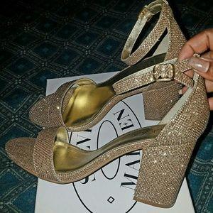 Beutiful brand new block shimmering heels sz 9