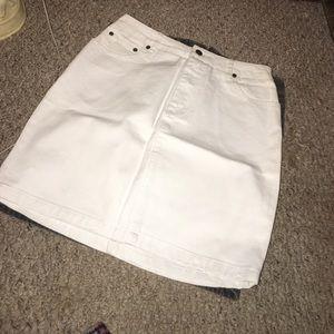 White pencil skirt size 6