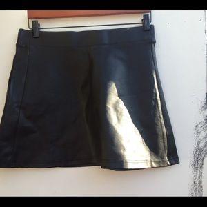 Celebrity jeans black faux leather skirt large