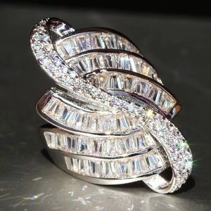 7.6 ctw White Sapphire cocktail ring! GORGEOUS!