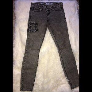Express Zelda skinny jeans in grey acid wash! SZ 2