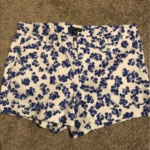 White Gap shorts with blue flower pattern