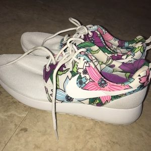 Floral Nike Rosche Sneakers Worn 3x!!
