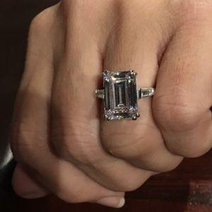 💎💎STUNNING 8.48 ctw Emerald Cut Lab Diamond Ring