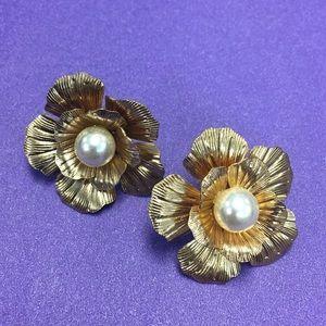 Faux pearl goldtone petal earrings- vintage style