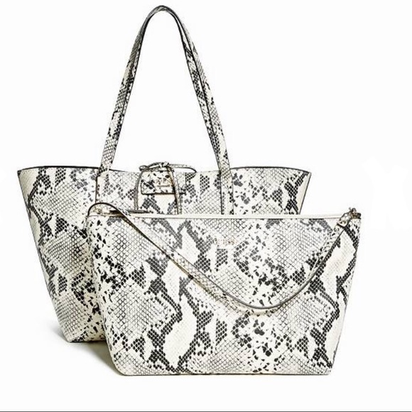 405ce0823a NWT Guess Wallet NWT My Posh Picks t Guess bags