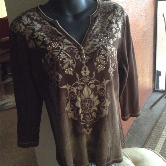 blue canyon Tops - 3/4 sleeve brown top with design in front