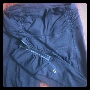 Lululemon size 4 compression capri workout pants