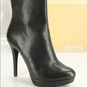 Michael Kors York Ankle booties logo platform 7