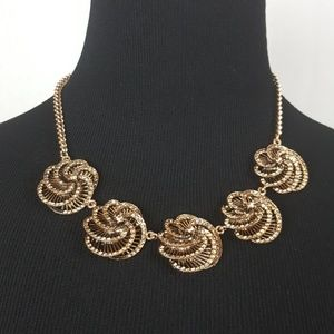 New fashion gold roses necklace.