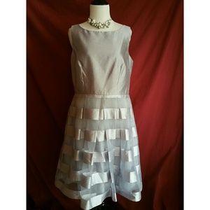 J. Taylor Size 10 Sleeveless Dress